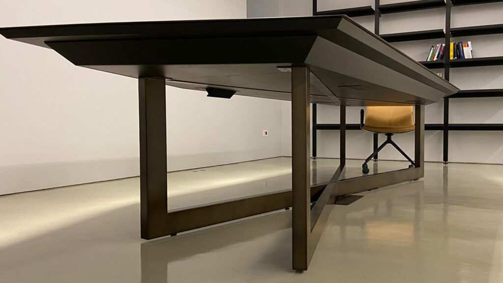 Tavolo design sala riunioni